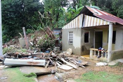 Energía y Minas auxilia a comunidades de Arroyo Gurabo afectadas por inundaciones