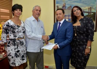 Ministerio de Energía y Minas entrega concesión de exploración de minerales básicos y preciosos a Cubierta Dominicana