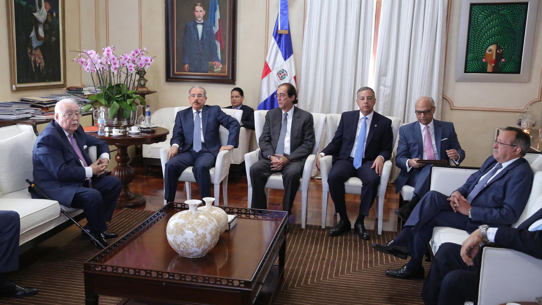 Presidente Danilo Medina encabeza reunión sobre actualización Ley Minera