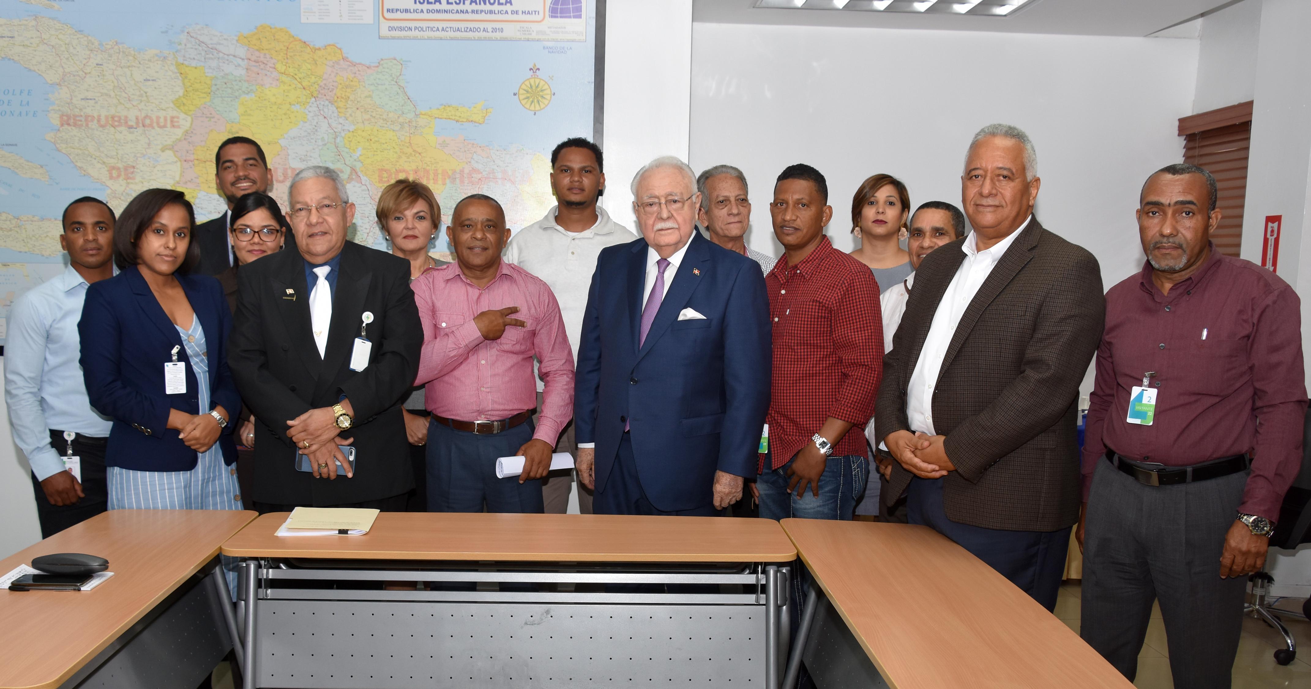 MEM y pequeños mineros coordinan acciones para mejorar explotación de Larimar