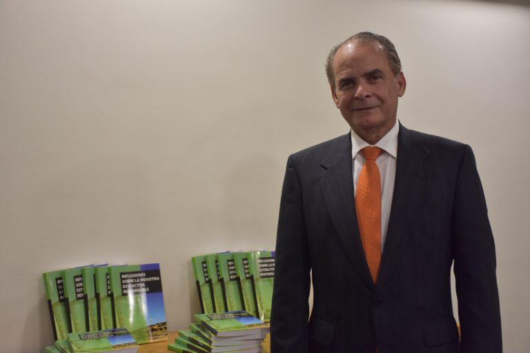 MEM pone en circulación libro Reflexiones de la industria extractiva responsable de la autoría del Dr. Julio Santana