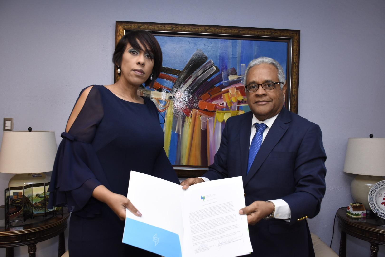 Viceministerio de Energía Nuclear entrega donación del OIEA a Salud Pública