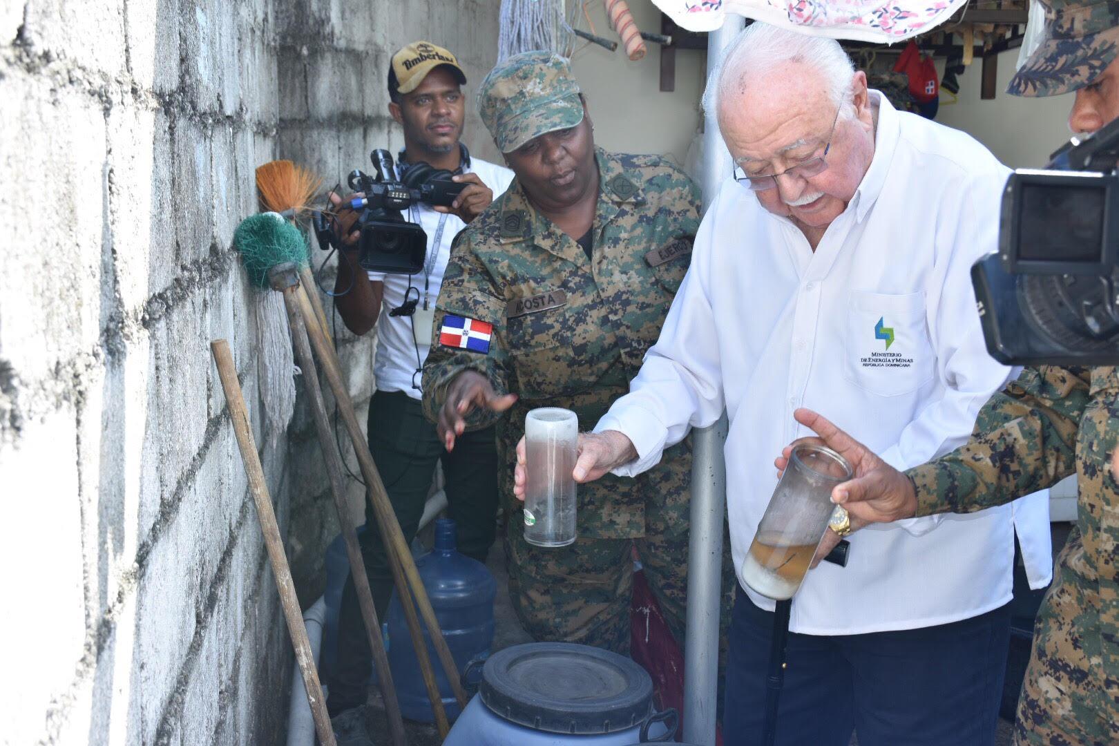 Voluntarios del MEM eliminan criaderos de mosquitos en Cotuí