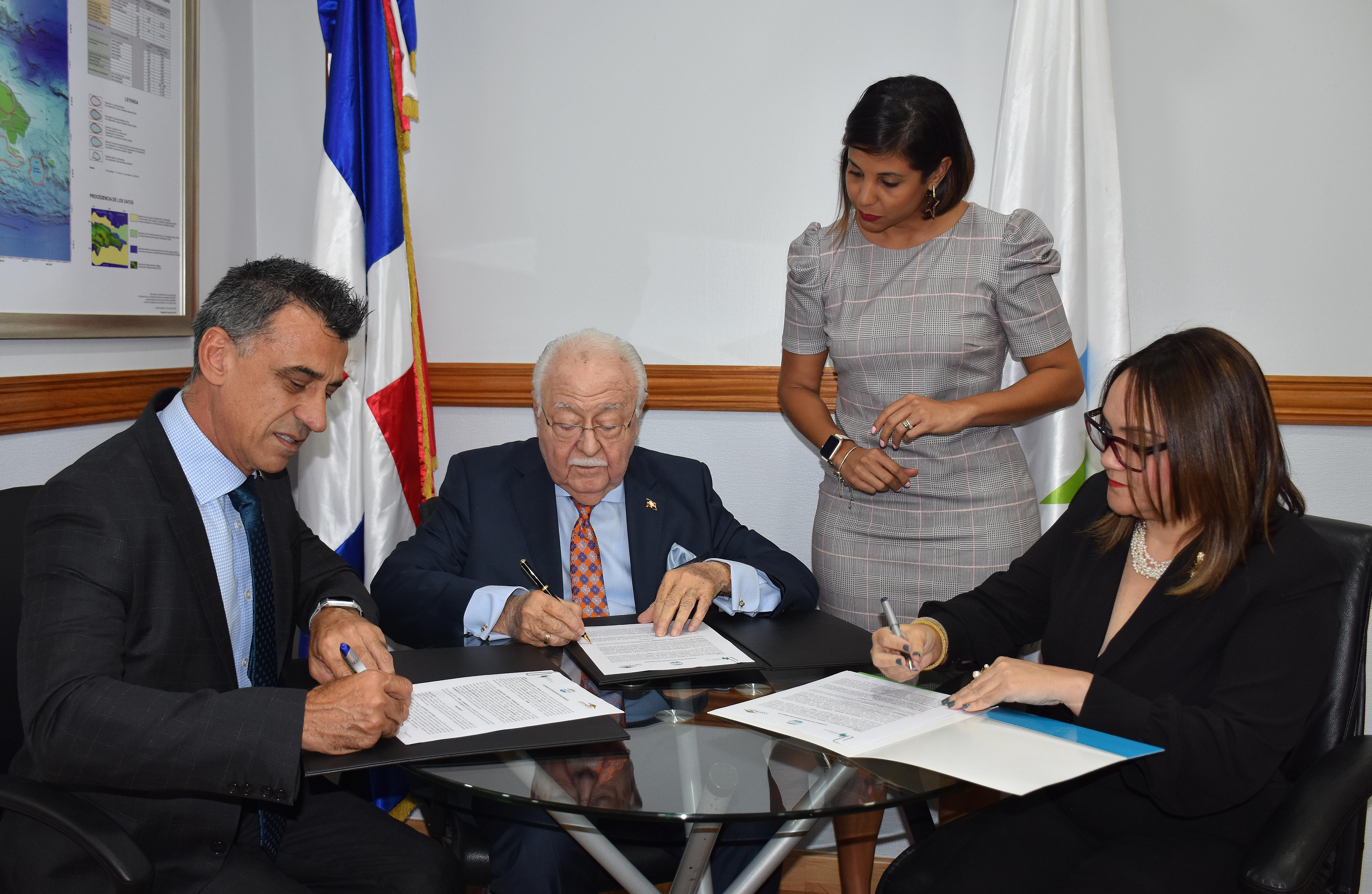Energía y Minas firma acuerdo con CORMIDOM para obras sociales en beneficio de 767 familias de Monte Plata
