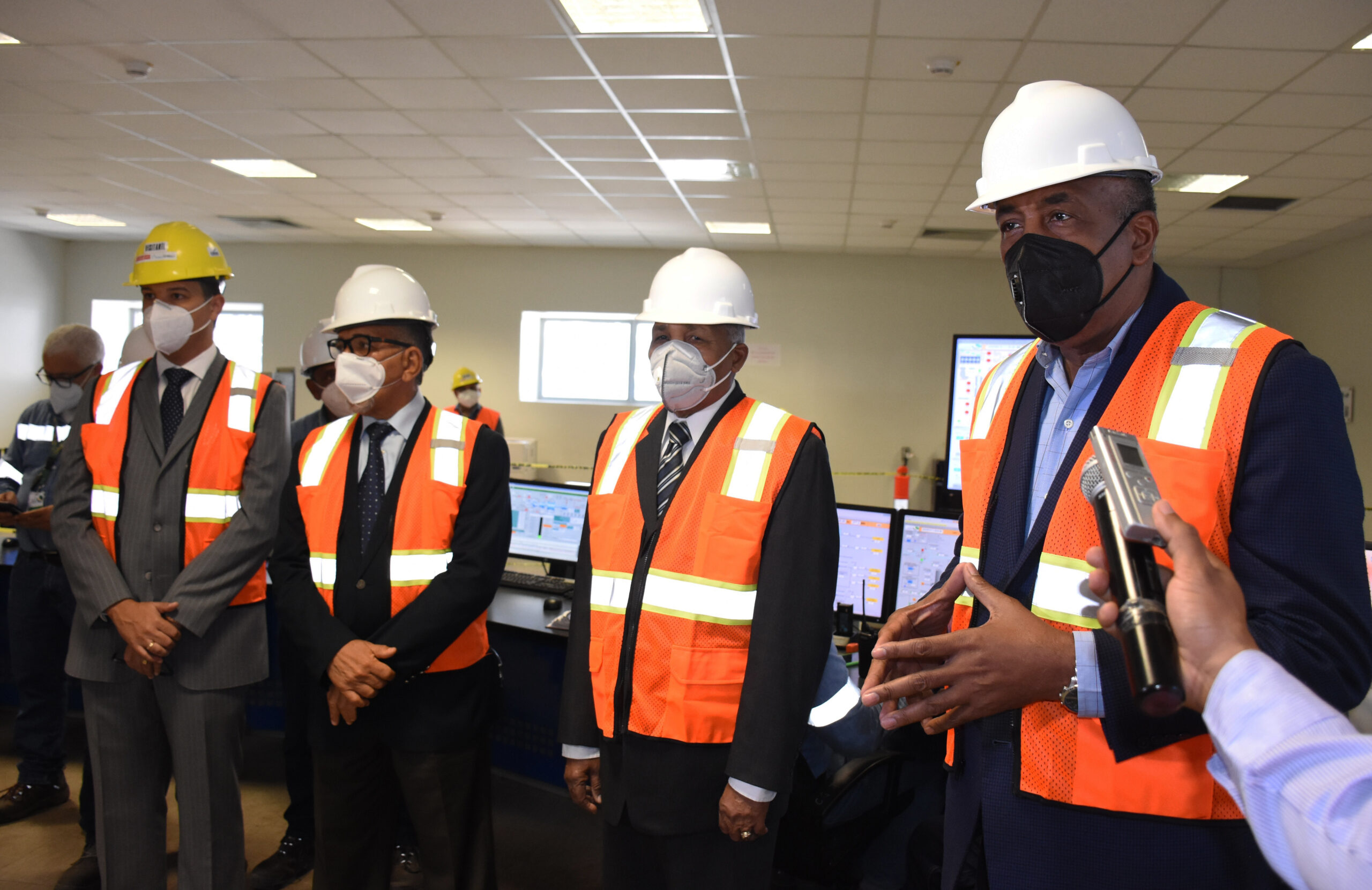 Ministro de Energía posesiona administrador de Punta Catalina
