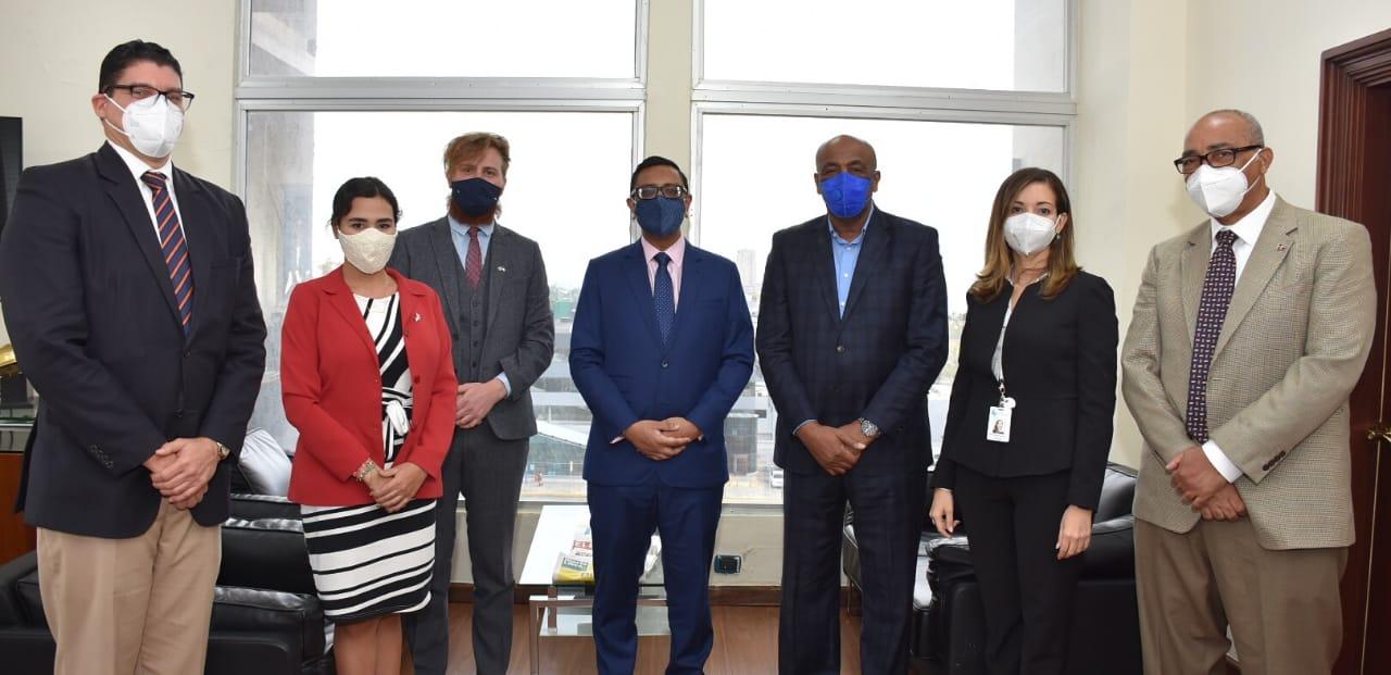 Ministro de Energía y Minas recibe visita embajador de Gran Bretaña