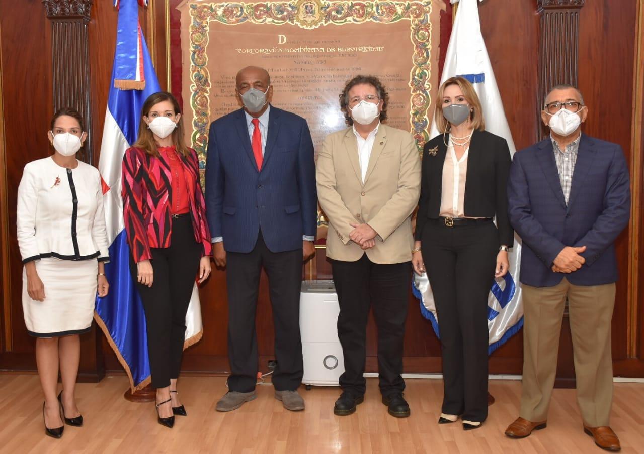Ministro Almonte y Superintendente de Electricidad pasan revista al sector