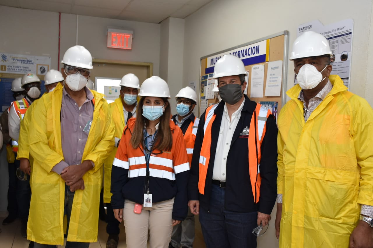 Ministros de Energía y Minas y de Medio Ambiente visitan la Barrick Gold