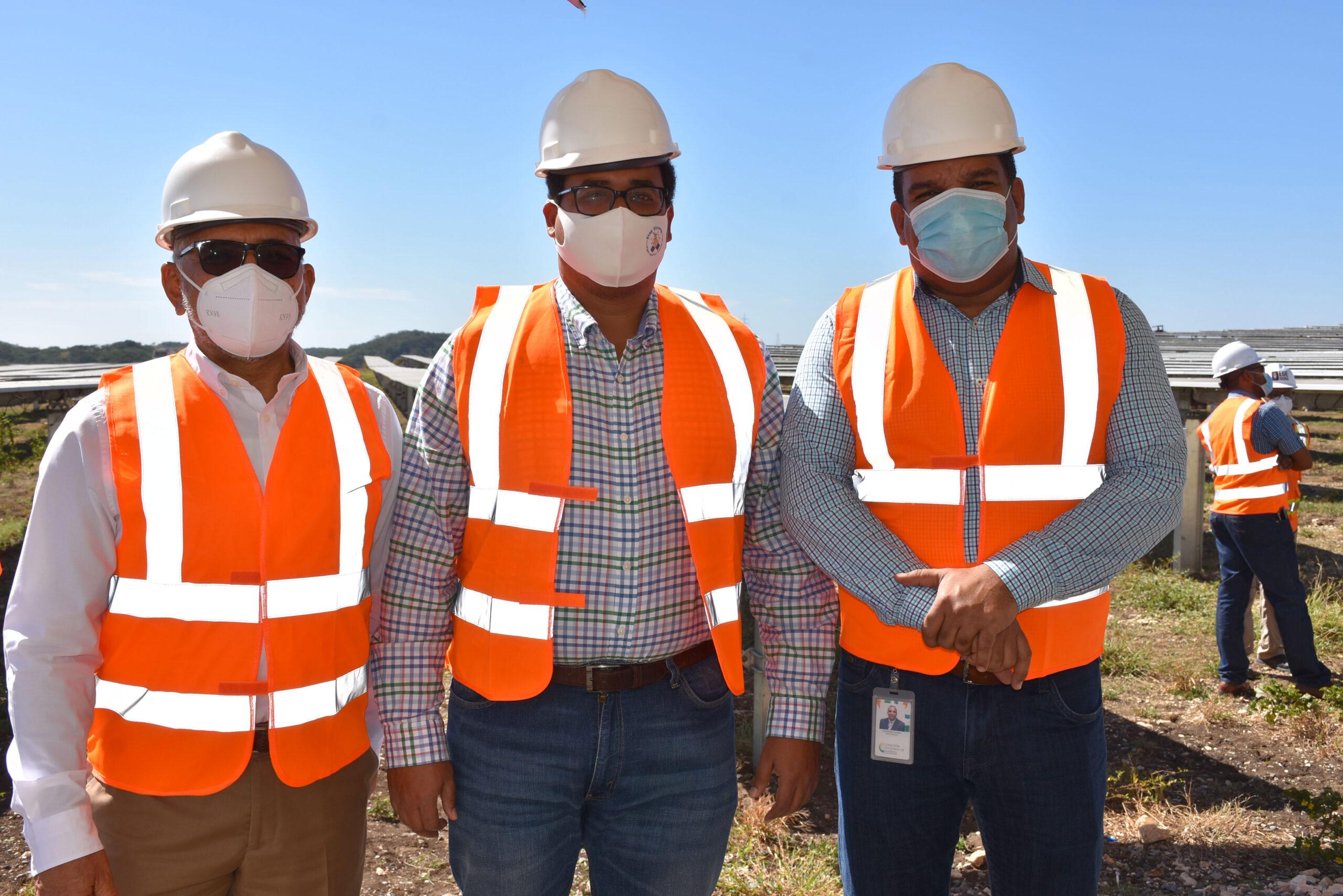 Viceministro de Energía visita proyecto fotovoltaico Girasol
