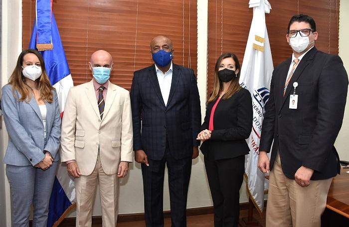 Ministro de Energía y Minas recibe visita embajador de España