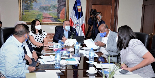 Ministro Almonte explica a senadores sobre presa de cola pretende la Barrick en Yamasá